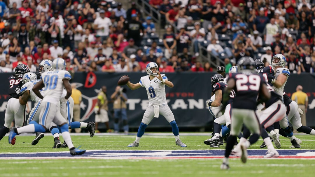 HOUSTON, TX - OCTOBER 30:  Matthew Stafford #9 of the Detroit Lions sits in the pocjet as he looks for a receiver against the Houston Texans at NRG Stadium on October 30, 2016 in Houston, Texas.  (Photo by Bob Levey/Getty Images)