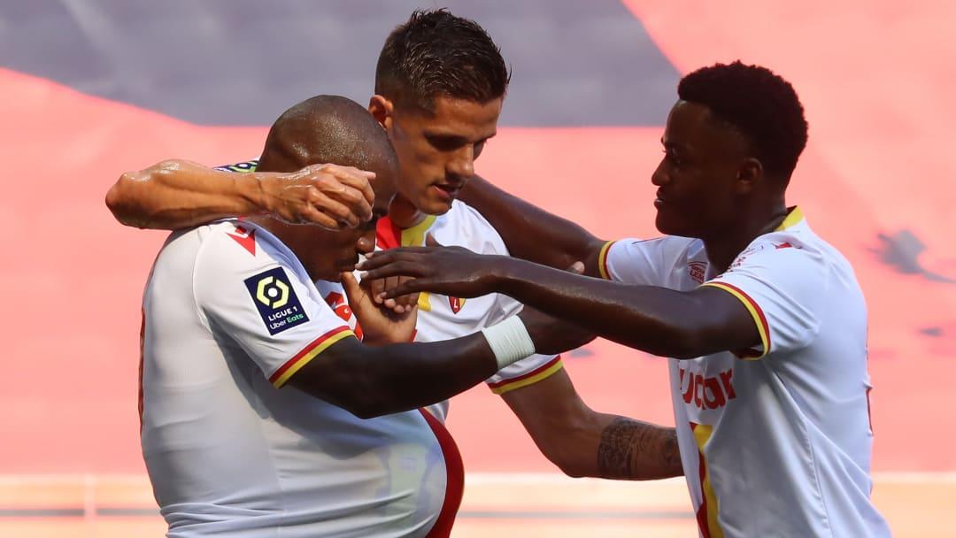 Les Lensois après l'ouverture du score de Gaël Kakuta face à l'OGC Nice.