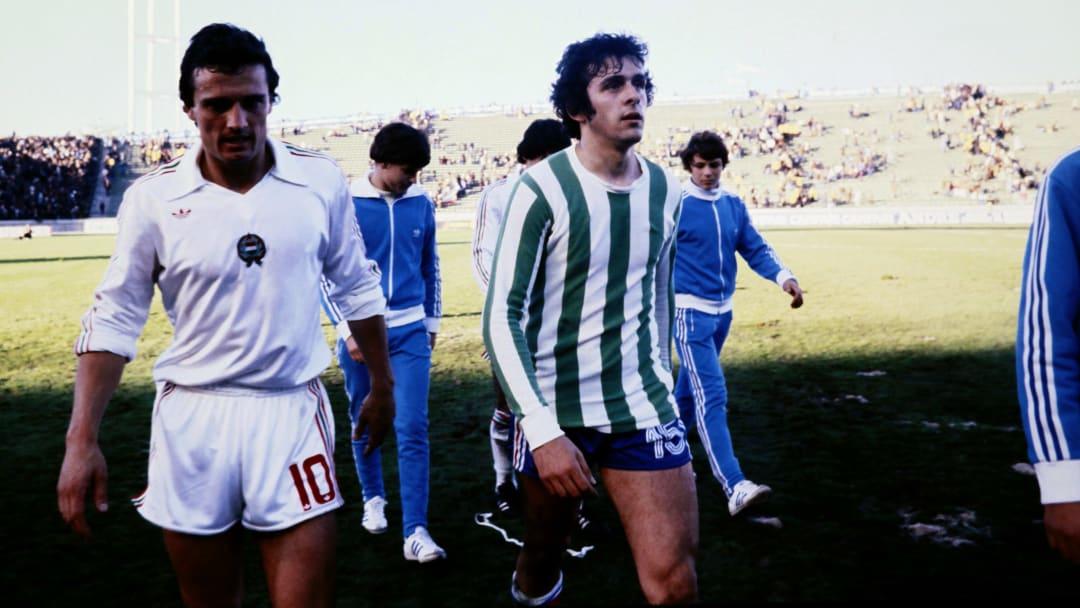 Michel Platini (au centre) avec le maillot vert.