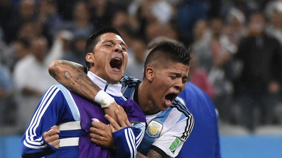 FBL-WC-2014-MATCH62-NED-ARG - Marcos Rojo y Pérez, unidos por Argentina.
