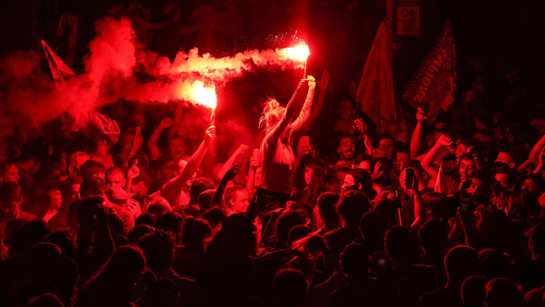 Les supporters de Liverpool célèbrent comme il se doit le nouveau titre en Premier League