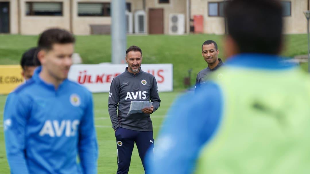 Vitor Pereira oyuncularını takip ediyor.