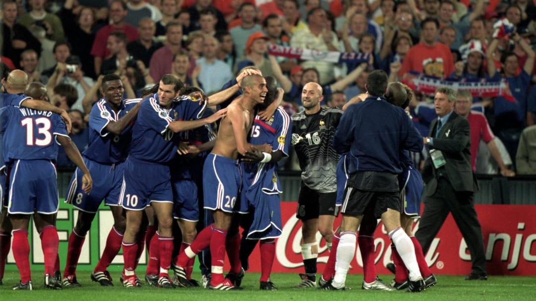 France celebrate after David Trezeguet scores the Golden Goal at Euro 2000