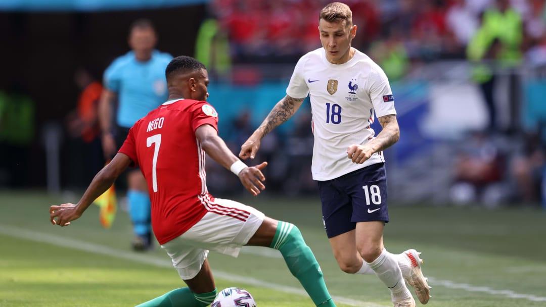 Lucas Digne gegen Ungarns Loic Nego.