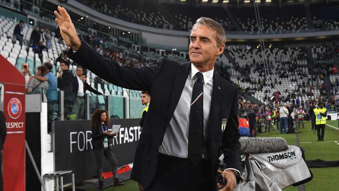 Roberto Mancini's stylish brain is going to waste in football