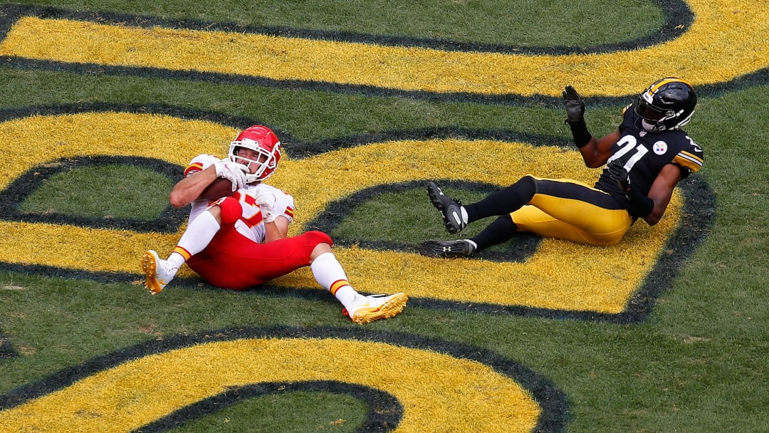 PITTSBURGH, PA - SEPTEMBER 16: Travis Kelce #87 of the Kansas City Chiefs makes a catch for a 25 yard touchdown reception in the third quarter during the game against the Pittsburgh Steelers at Heinz Field on September 16, 2018 in Pittsburgh, Pennsylvania. (Photo by Justin K. Aller/Getty Images)