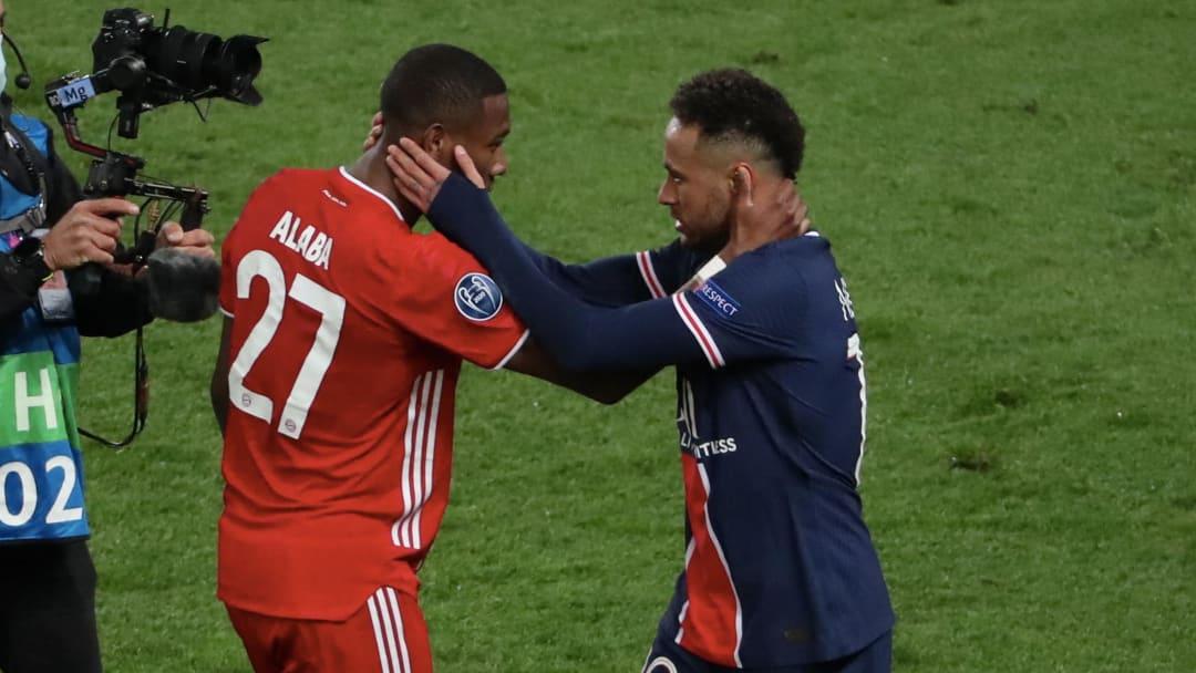 Un abbraccio tra Alaba e Neymar