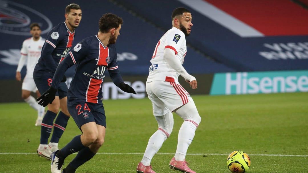 Memphis Depay face aux joueurs du PSG Leandro Paredes et Alessandro Florenzi.