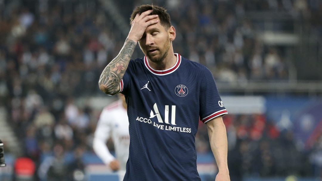 Paris Saint-Germain v Olympique Lyonnais - Ligue 1 - Messi se lamenta.