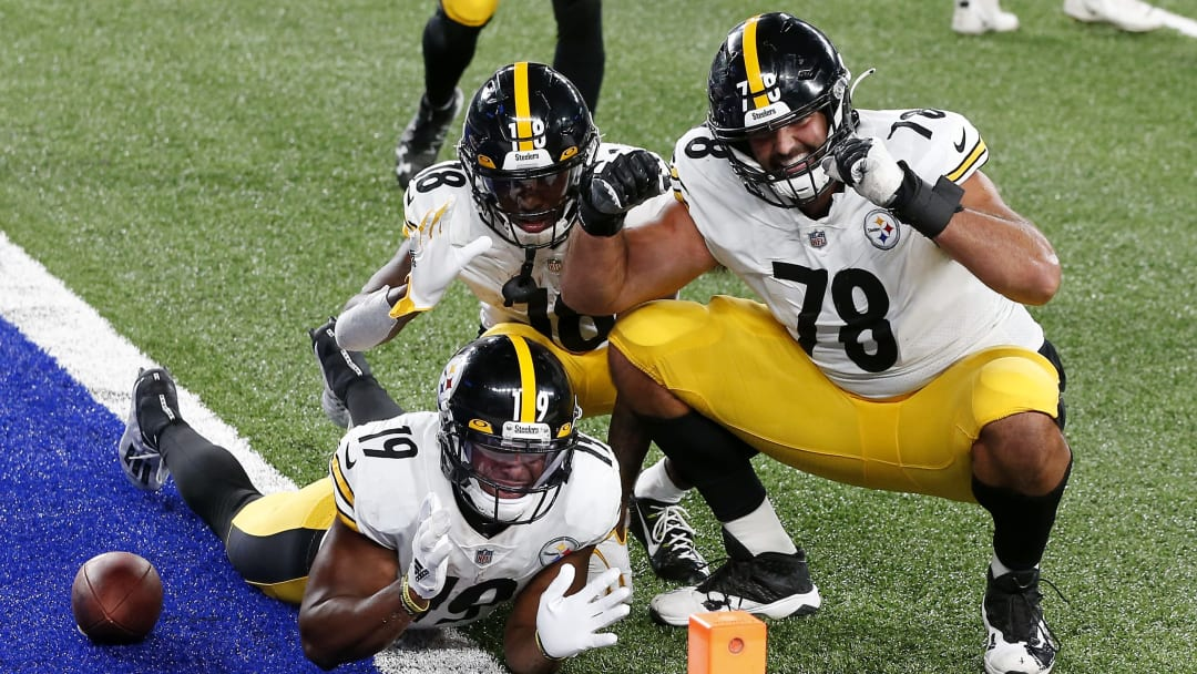 Alejandro Villanueva took a final parting shot at former Steelers teammate JuJu Smith-Schuster after signing with the Ravens.