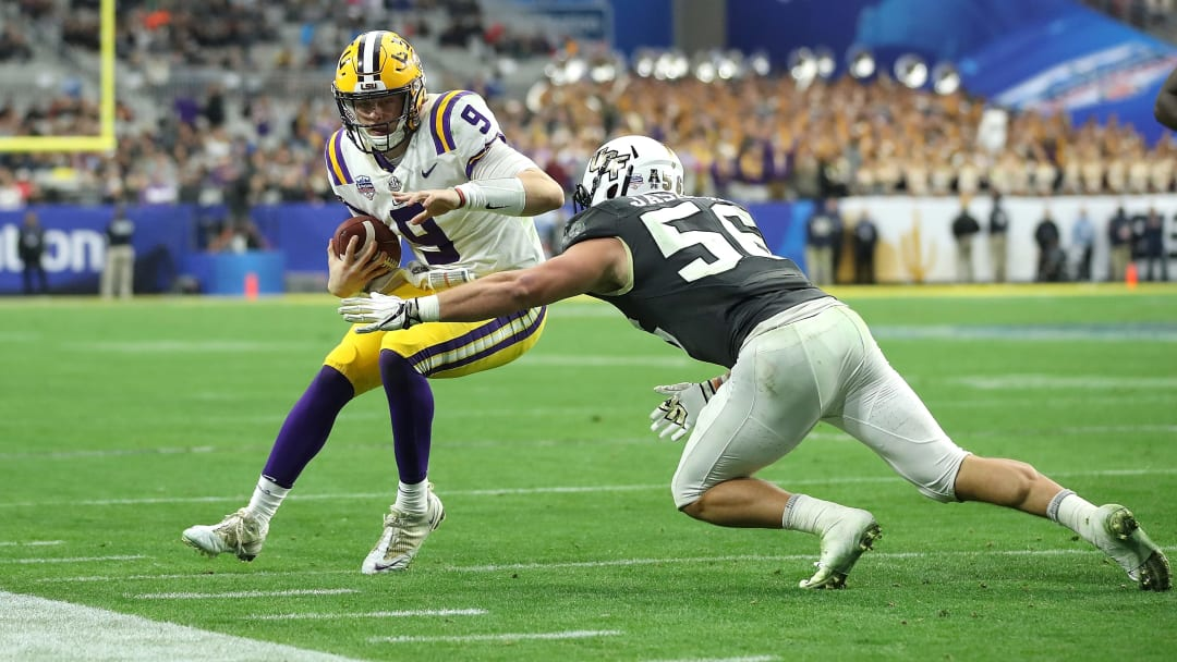 GLENDALE, ARIZONA - JANUARY 01: Quarterback Joe Burrow #9 of the LSU Tigers is tackled by linebacker Pat Jasinski #56 of the UCF Knights during the fourth quarter of the PlayStation Fiesta Bowl between LSU and Central Florida at State Farm Stadium on January 01, 2019 in Glendale, Arizona. (Photo by Christian Petersen/Getty Images)
