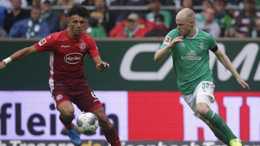 Szene aus dem letzten Punktspiel beider Teams im Januar 2020: Düsseldorfs Morales im Duell mit Werders Klaassen