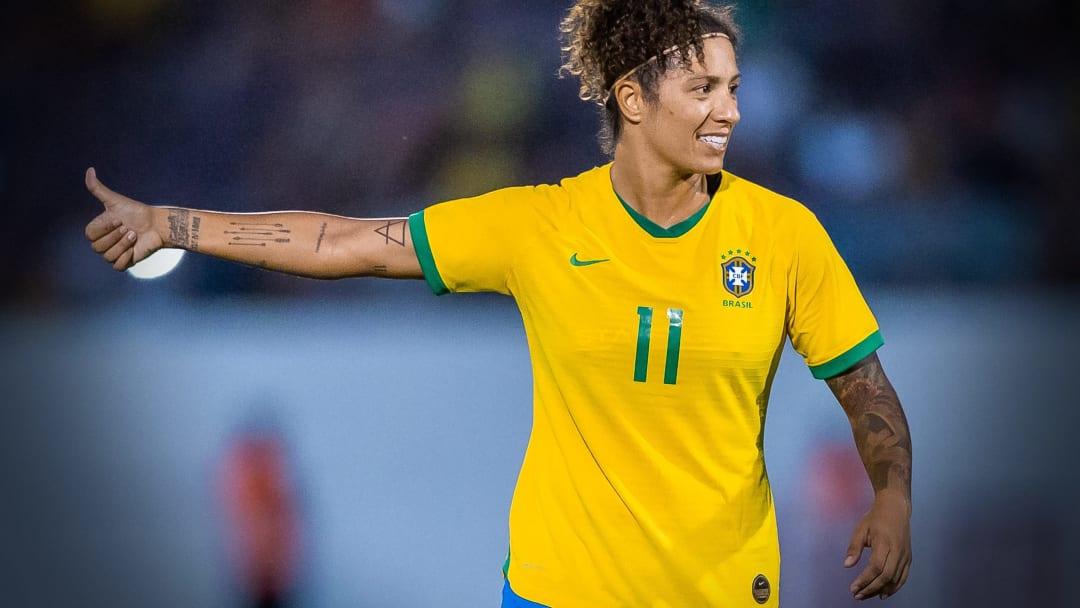 Cristiane é uma das atletas que mais vestiu a camisa da seleção feminina.