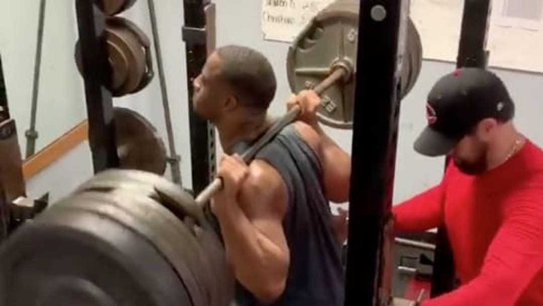 Cleveland Browns RB Nick Chubb doing squats