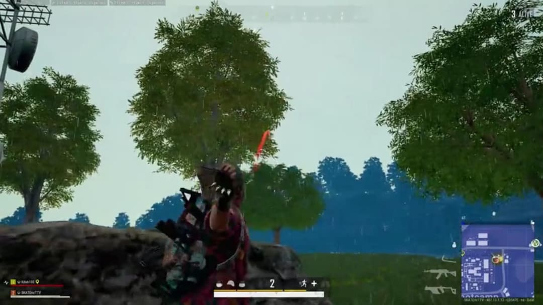PLAYERUNKNOWN'S BATTLEGROUNDS player lands axe thrown from 100 meters away to win the match after an explosive beginning.