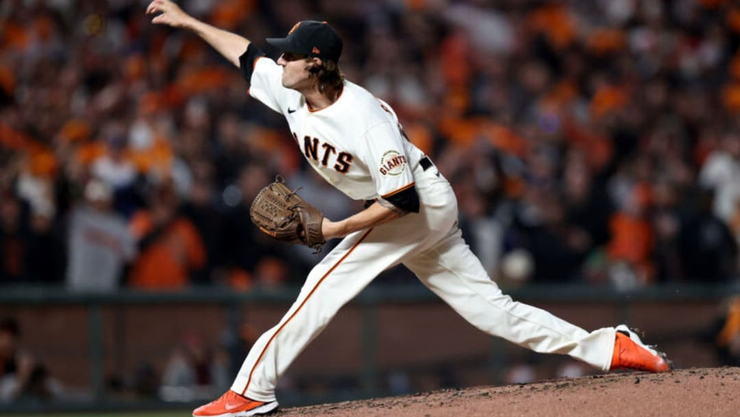 SAN FRANCISCO, CALIFORNIA - OCTOBER 09: Kevin Gausman #34 of the San Francisco Giants pitches in the fourth inning against the Los Angeles Dodgers during Game 2 of the National League Division Series at Oracle Park on October 09, 2021 in San Francisco, California. (Photo by Ezra Shaw/Getty Images)