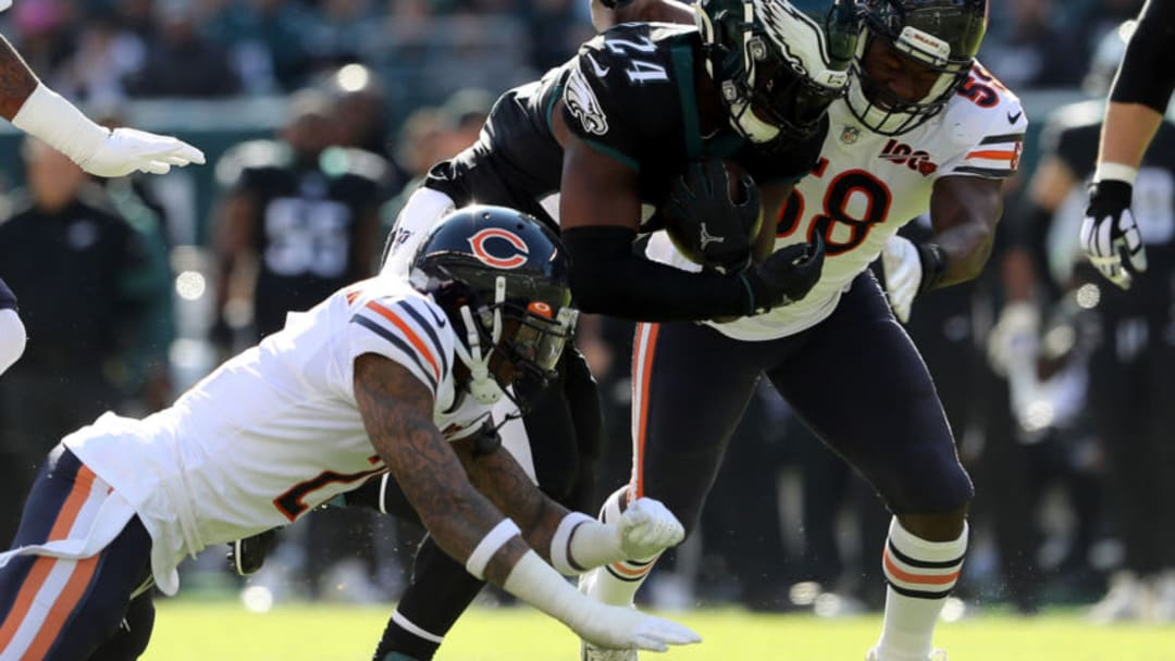 PHILADELPHIA, PENNSYLVANIA - NOVEMBER 03: Jordan Howard #24 of the Philadelphia Eagles carries the ball as Roquan Smith #58 and Ha Ha Clinton-Dix #21 of the Chicago Bears defend in the first quarter at Lincoln Financial Field on November 03, 2019 in Philadelphia, Pennsylvania. (Photo by Elsa/Getty Images)