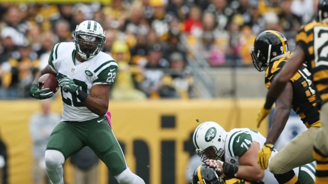 Oct 9, 2016; Pittsburgh, PA, USA; New York Jets running back Matt Forte (22) rushes the ball against the Pittsburgh Steelers during the first quarter of their game at Heinz Field. Mandatory Credit: Jason Bridge-USA TODAY Sports
