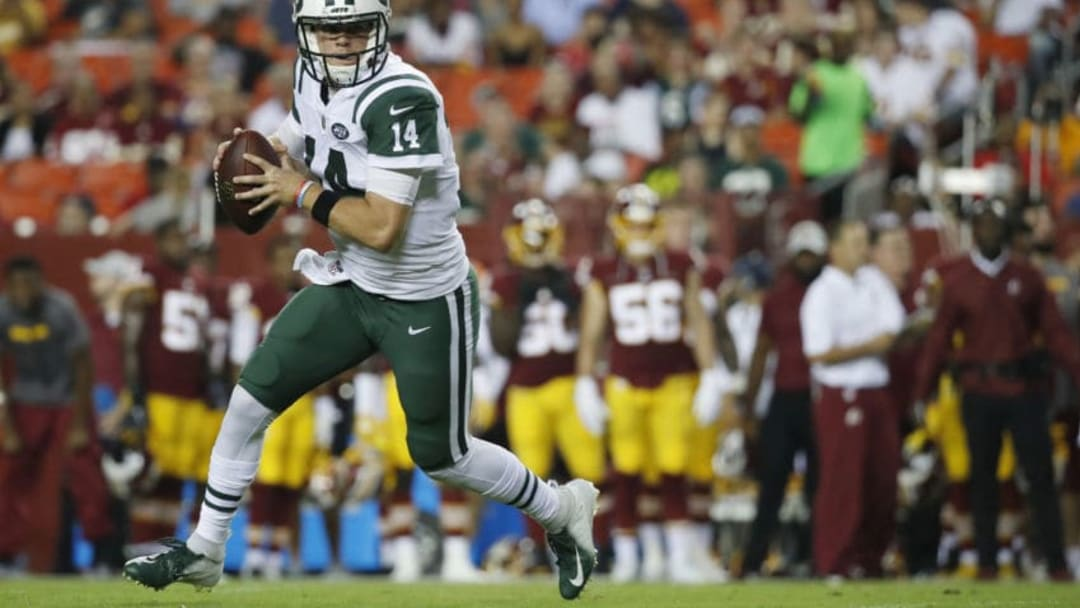 LANDOVER, MD - AUGUST 16: Quarterback Sam Darnold #14 of the New York Jets scrambles with the ball in the first quarter of a preseason game against the Washington Redskins at FedExField on August 16, 2018 in Landover, Maryland. (Photo by Patrick McDermott/Getty Images)