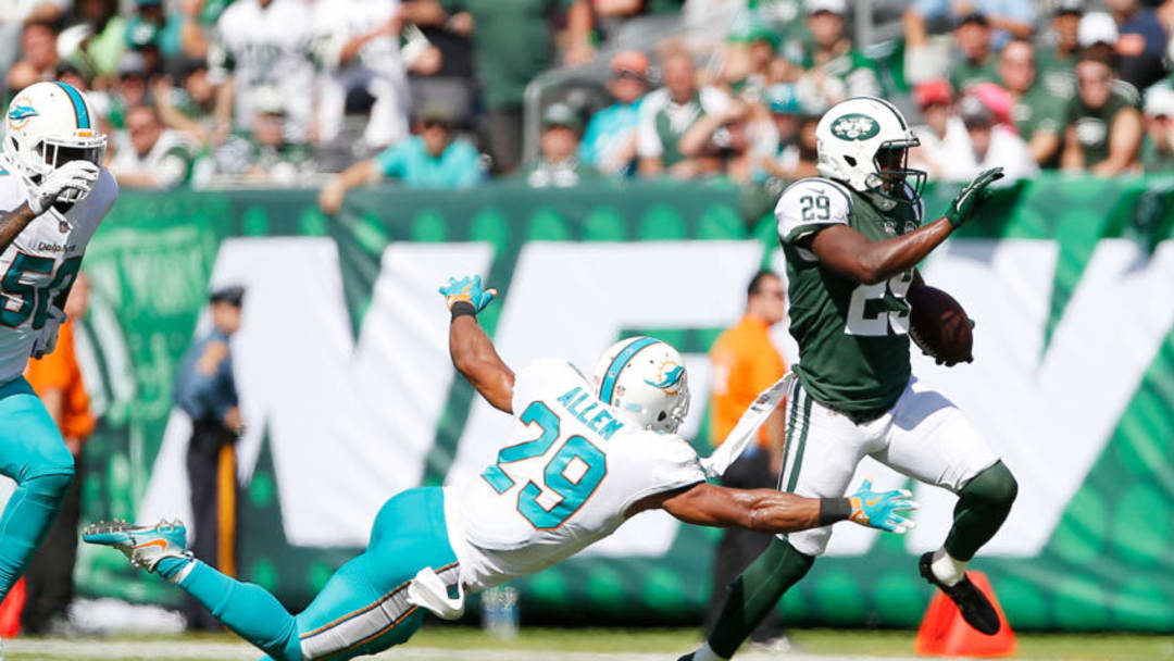 EAST RUTHERFORD, NJ - SEPTEMBER 24: Bilal Powell #29 of the New York Jets escapes the tackle attempt of Nate Allen #29 of the Miami Dolphins during the first half of an NFL game at MetLife Stadium on September 24, 2017 in East Rutherford, New Jersey. (Photo by Rich Schultz/Getty Images)