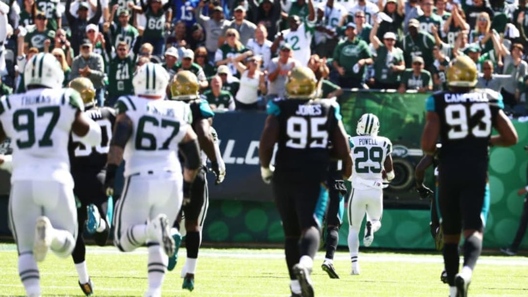 EAST RUTHERFORD, NJ - OCTOBER 01: Bilal Powell #29 of the New York Jets runs for a touchdown against the Jacksonville Jaguars during their game at MetLife Stadium on October 1, 2017 in East Rutherford, New Jersey. (Photo by Al Bello/Getty Images)