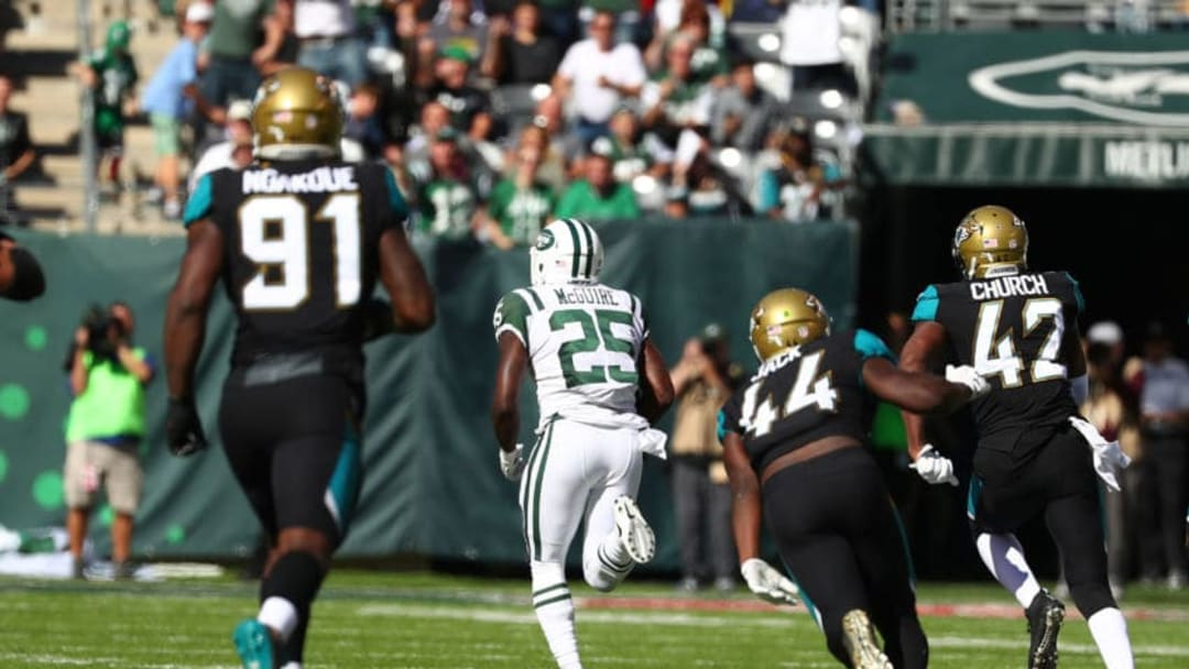 EAST RUTHERFORD, NJ - OCTOBER 01: Elijah McGuire #25 of the New York Jets scores a touchdown against the Jacksonville Jaguars during their game at MetLife Stadium on October 1, 2017 in East Rutherford, New Jersey. (Photo by Al Bello/Getty Images)