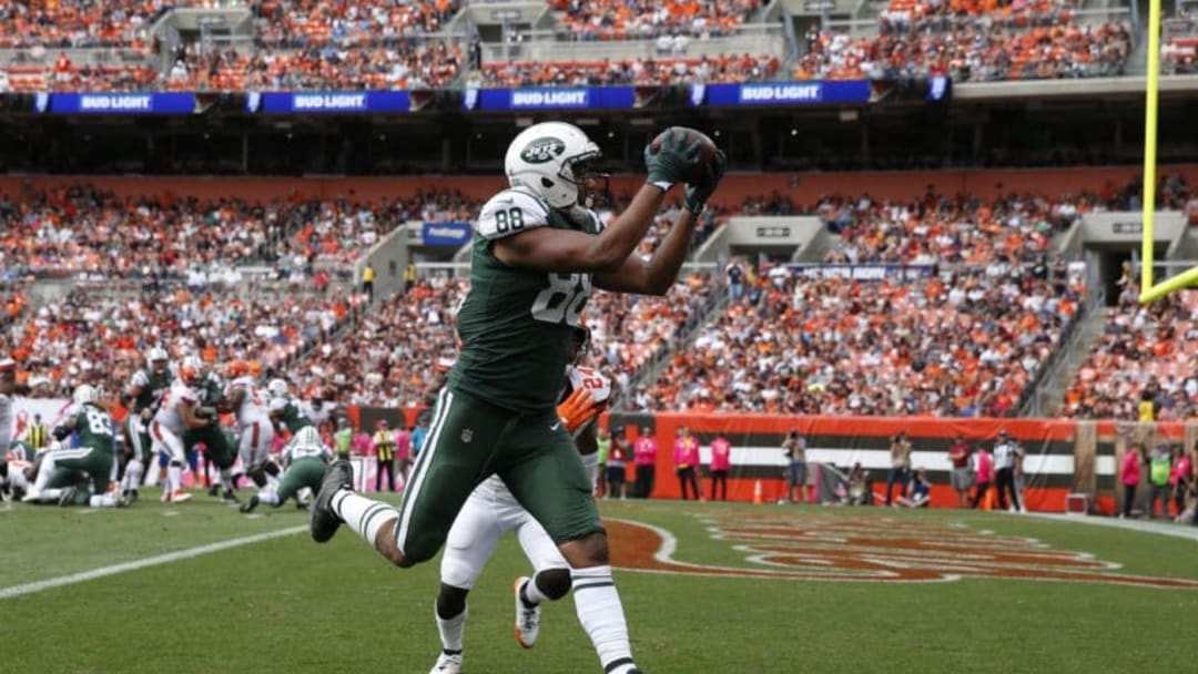 CLEVELAND, OH - OCTOBER 08: Austin Seferian-Jenkins #88 of the New York Jets scores a touchdown in the third quarter against the Cleveland Browns at FirstEnergy Stadium on October 8, 2017 in Cleveland, Ohio. (Photo by Joe Robbins/Getty Images)