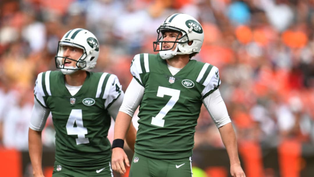 CLEVELAND, OH - OCTOBER 08: Chandler Catanzaro #7 of the New York Jets watch his field goal go though the uprights in the second half against the Cleveland Browns at FirstEnergy Stadium on October 8, 2017 in Cleveland, Ohio. (Photo by Jason Miller/Getty Images)