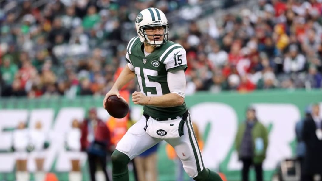 EAST RUTHERFORD, NEW JERSEY - DECEMBER 03: Josh McCown #15 of the New York Jets scrambles against the Kansas City Chiefs on December 03, 2017 at MetLife Stadium in East Rutherford, New Jersey.The New York Jets defeated the Kansas City Chiefs 38-31. (Photo by Elsa/Getty Images)