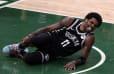 ÚLTIMA HORA: Kyrie Irving abandonó el cuarto partido ante Bucks por lesión de tobillo