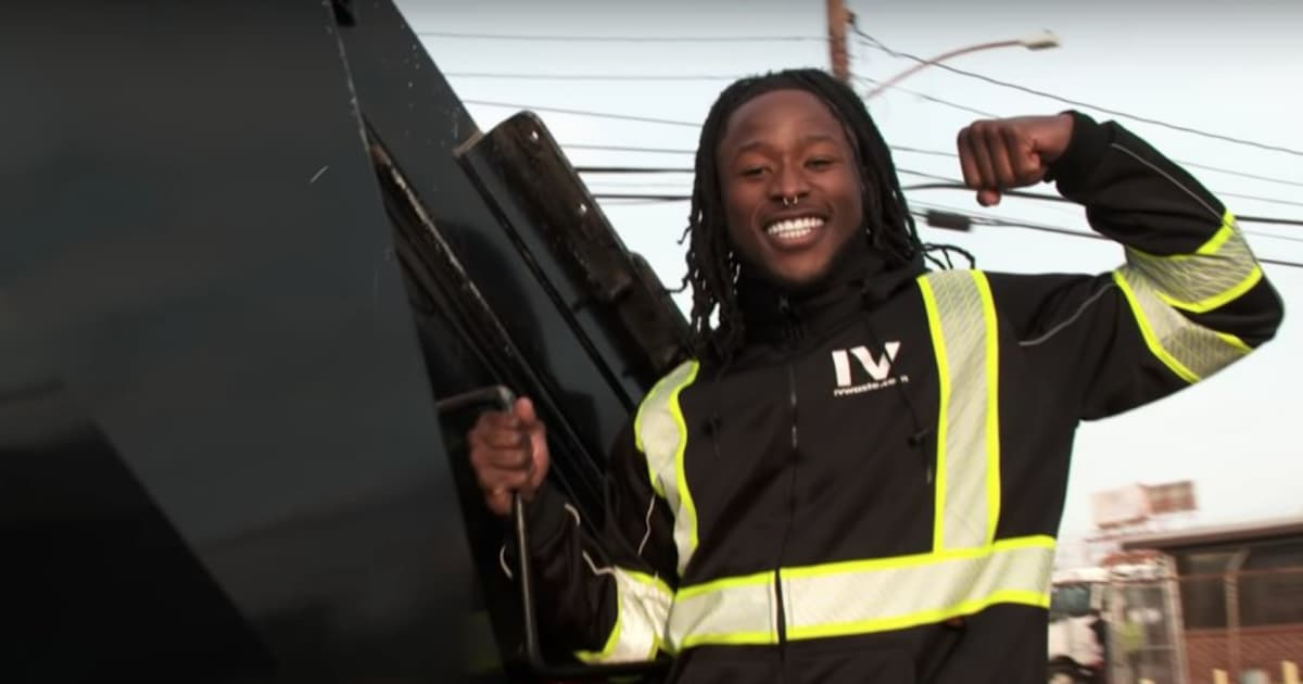 VIDEO  Alvin Kamara Works as Garbage Man in Effort to Perform Different  Blue Collar Job 3a10de98b
