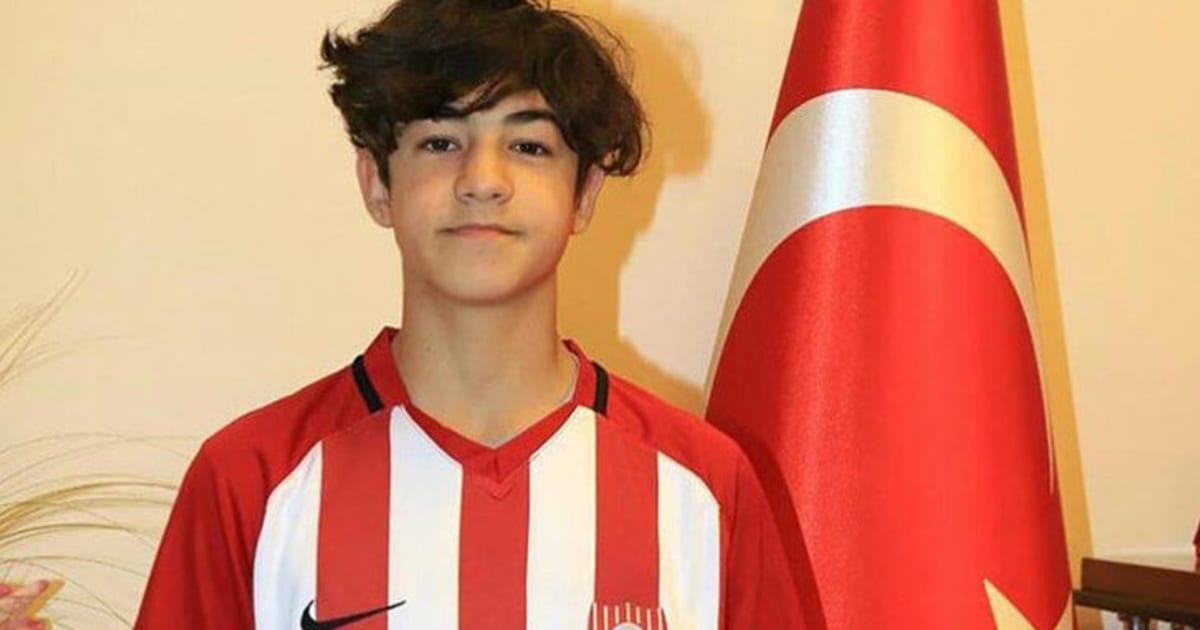 Fenerbahçe, 14 Yaşındaki Efekan Karayazı'yı Kadrosuna Kattı