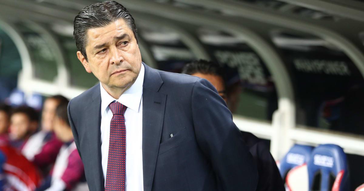 Luis Fernando Tena habla de los refuerzos que podrían llegar a Chivas - 90min