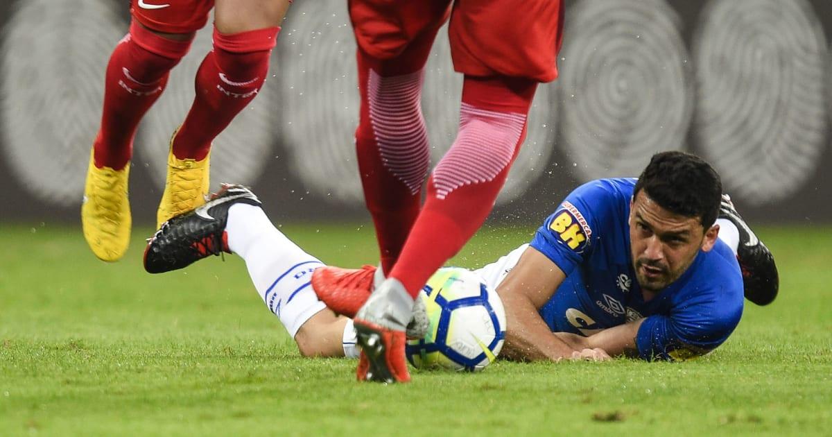 Provável investimento em lateral deixa claro que Cruzeiro deve desistir de Edilson - 90min