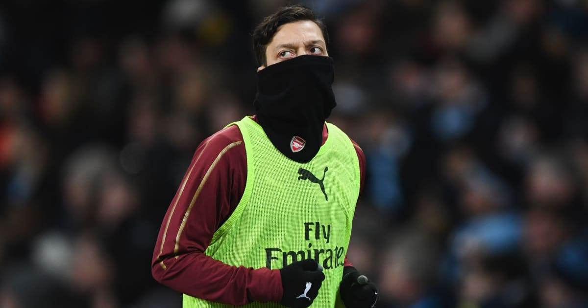 Arsene Wenger Digs Out 'Comfortable' Mesut Özil as Arsenal's Struggles Continue