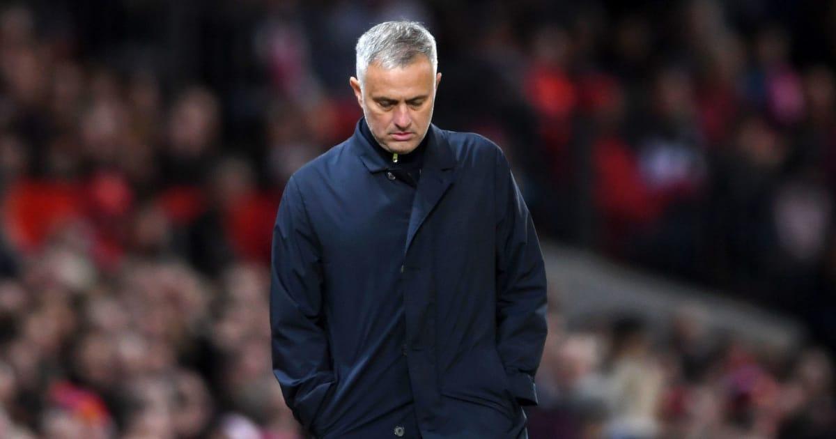 CHÍNH THỨC: Man United sa thải Jose Mourinho