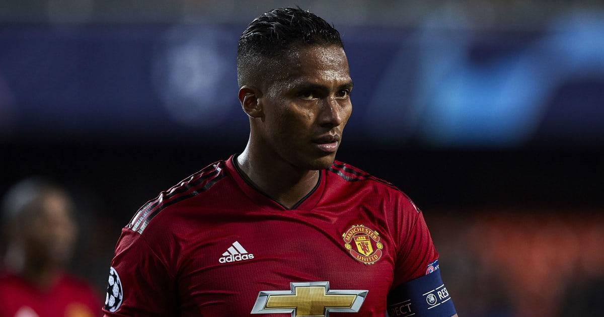 West Ham to Target Man Utd's Antonio Valencia if Pablo Zabaleta Opts to Leave the Club