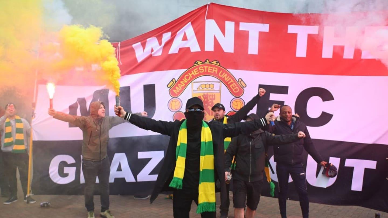 Premier League condemns Manchester United fan protest ...
