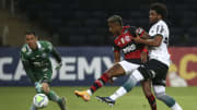 Sabino rescindiu seu contrato com o Santos e foi anunciado no Sport. Zagueiro disputou as últimas duas temporadas pelo Coritiba.