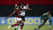 Zagueiro estava emprestado ao Coritiba e teve seu contrato rescindido com o Santos. O clube paulista afirmou que irá economizar R$ 14 milhões.