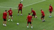 Galatasaray oyuncuları ısınmada