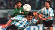 Argentine player Claudio Caniggia(C) heads the bal