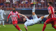 Olivier Giroud rises to fire home his overhead kick against Atlético
