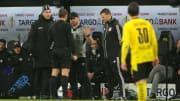 SCP-Coach Steffen Baumgart diskutiert mit Schiedsrichter Tobias Stieler