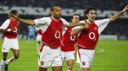 Robert Pirès  considère Thierry Henry comme l'un des meilleurs attaquants de l'Histoire du football