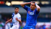 El jugador Jonathan Rodríguez se lamenta en un partido de Cruz Azul.