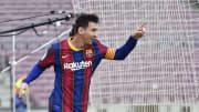 Lionel Messi aceitou reduzir os salários em 50% para continuar no Barcelona.