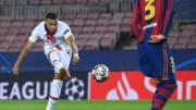 Mbappé hatte trotz seiner drei Tore auch noch Zeit, hie und da ein Schwätzchen mit den Gegenspielern zu halten. Hier erzielt er das 4:1 für PSG