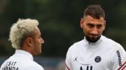 Keylor Navas et Gianluigi Donnarumma avec le Paris Saint-Germain cette saison en Ligue 1