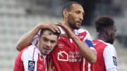 Mathieu Cafaro (à gauche) célèbre son but avec Yunis Abdelhamid contre l'OL.